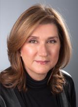 Paula Dennis headshot